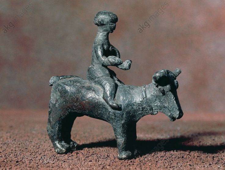 Bidder riding an ox, bronze statue, 8 × 8 cm, from Nuraghe Orcu, Nulvi, Sardinia, Italy. Nuragic civilisation, 8th–5th century BC. Cagliari, Museo Archeologico Nazionale (Archaeological Museum)