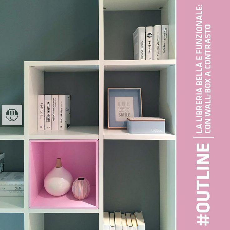 Outline: la #libreria creativa. All'interno dei vani a giorno possono essere inseriti dei wallbox colorati o in #essenza