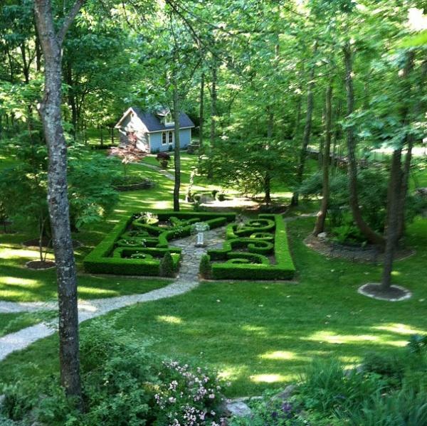 Very pretty path into a shady knot garden garden ideas for Knot garden design ideas