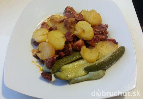 Pečené zemiaky s kopou mäsa