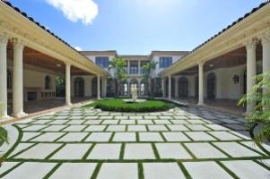 palm beach courtyard