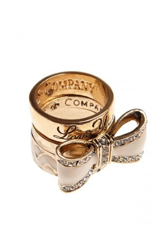 Bow ring! Why not? I would be totally happy with an engagement ring like this :)