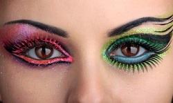 wicked eyes! One side is Glenda and the other is alphaba!