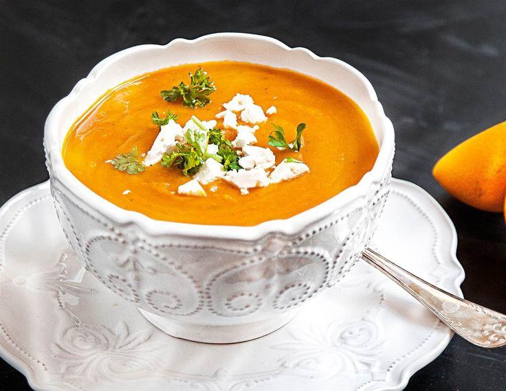 Välkomna hösten med den här ljuvliga sötpotatissoppan med smak av saffran. Receptet och inspiration hittar du på Tasteline.