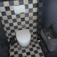 Nog een voorbeeld van maatwerk. Toilet fontein zonder kraangat. Met bijpassende toiletborstelhouder van beton. € 90,00 (incl borstel)