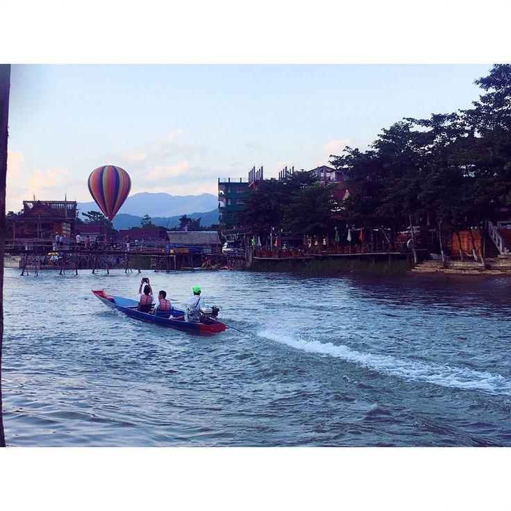 ���� ベトナムから22時間の陸移動を経て ヴィエンチャンに到着★ 美味しいご飯を食べて翌日にはヴァンヴィエンに�� 道はがったがたやけど、景色が最高�� 着いてからも癒されまくってます。 Happyで溢れる街らしい☺️ #laos#vanvieng#asia#backpacker#travel#travelgirl#trip#worldtrip#girlstrip#gopro#goprohero5#orinpus#freedom#peace#happy http://tipsrazzi.com/ipost/1519313708651385219/?code=BUVr8SyjBGD