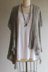 So beautiful and comfortable...Find Pattern Here: http://knitting.myfavoritecraft.org/knitted-clothes-patterns/