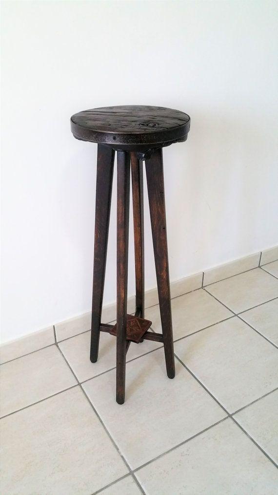 Guarda questo articolo nel mio negozio Etsy https://www.etsy.com/it/listing/288818569/piedistallo-in-legno-stagionato-di-cedro