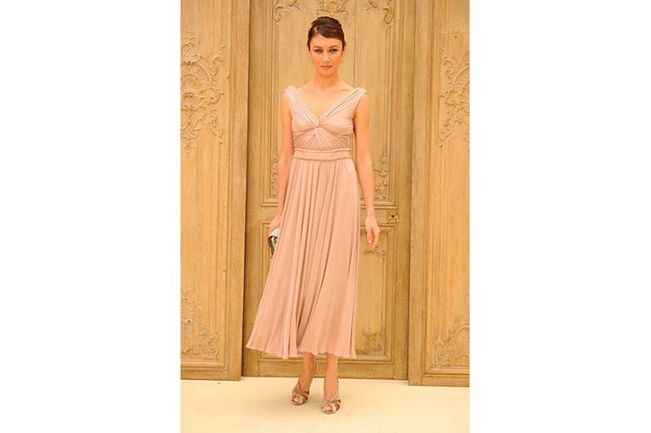 "Pink powder draped dress and golden sandals for the actress Olga Kurylenko. During the fashion show of the new spring/summer 2017 collection by Valentino, the famous and charming Bond girl (she played this role in the 2008 in th 22th James Bond film, ""Quantum of Solace"") chose to wear an elegant total look, of course signed by Valentino."