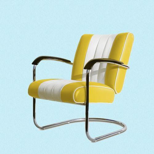 Flott og deilig Lounge stol i 50-talls amerikansk diner stil konstruert i solid krom i følge med polstring i kunstlær som kommer i flere flotte farger med en bred, hvit stipe i midten på både rygg og sete! Slitesterke og lette og vedlikeholde!    Denne Lounge stolen har armlener og er perfekt ikke bare som lenestol i stuen, men også som kontor eller konferanse stol.  Målene: Sittehøyde: 46cm Rygghøyde: 82cm Dybde sete: 80cm Bredde på sete: 71cm.    Ruth 66 er stolt av å være no...