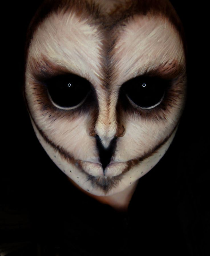 owl look. Eyes shut and painted black all around with a small white circle painted on them is how I assume this is achieved. nose is elongated. chin is throwing me off