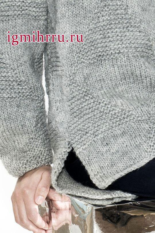 Свободный шерстяной пуловер серого цвета с несложным рельефным узором. Вязание спицами