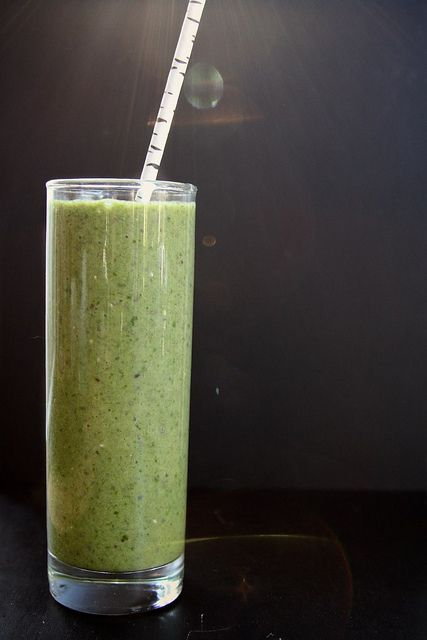 SPINACH, KIWI & CHIA SEED SMOOTHIE ~~~~ This smoothie is green without tasting terribly green. It's thick and sweet thanks to the bananas. The kiwi adds a tartness and mouth-pucker that only kiwi can give provide.