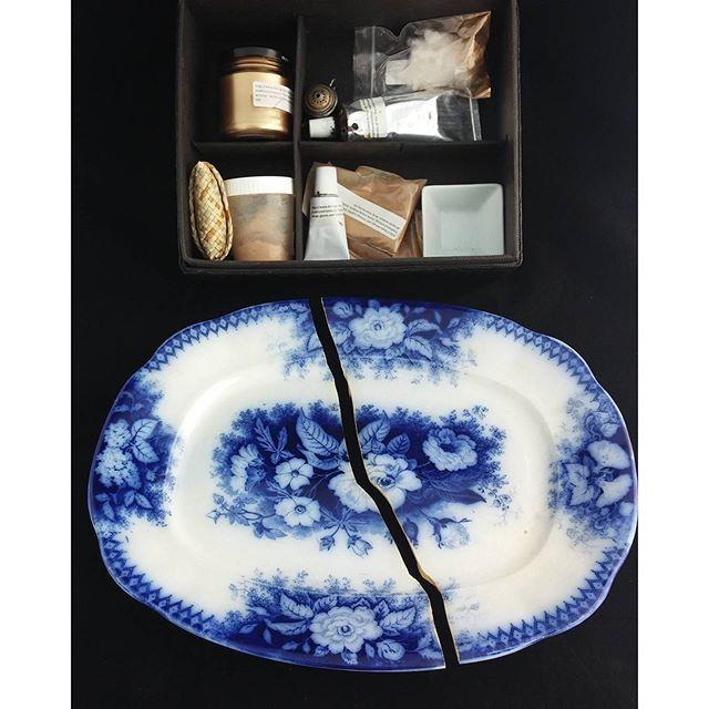 La mia arte del Kintsugi. ChiarArte laboratorio di restauro Biella. #arte #restauro #restoration #kintsugilover_workshop #kintsukuroi #kintsugi #giapan #chiararte #pottery #ceramica