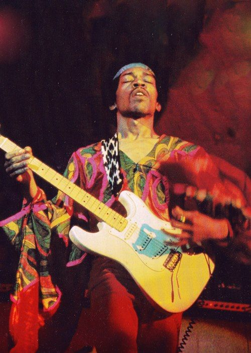 Jimi Hendrix faz uma falta imensurável ao mundo da música. Não haviam limites para sua criatividade.