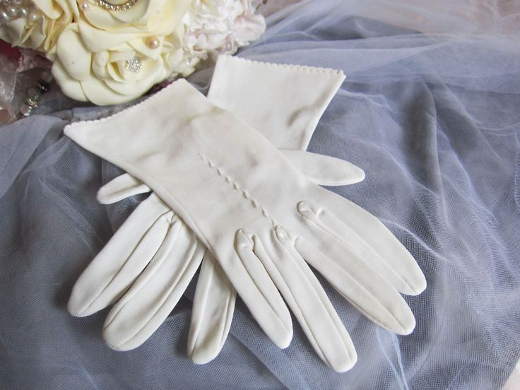 Vintage 1950's wedding gloves, White gloves, retro wedding gloves, formal evening, bridal gloves, rockabilly glamour style, made in England by thevintagemagpie01 on Etsy