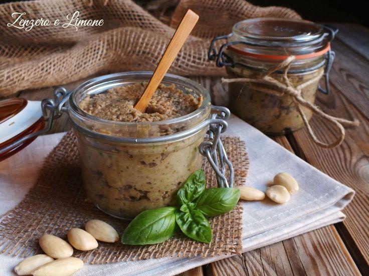 Il pesto di melanzane è una salsa appetitosa, perfetta spalmata su crostini o bruschette oppure utilizzata come condimento per una pastasciutta. Facilissima
