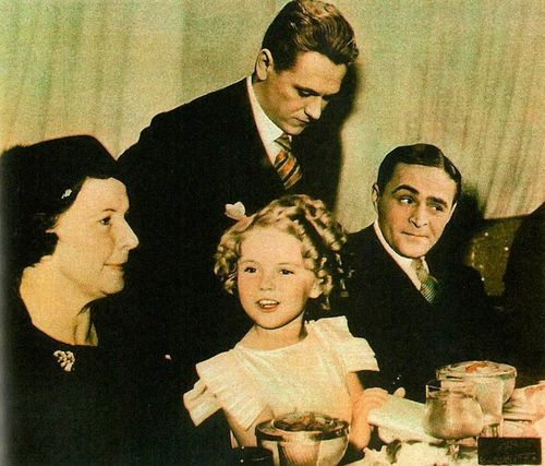 letitgoth:  Polish actors Eugeniusz Bodo and Adolf Dymsza with Shirley Temple and her mom, 1930s
