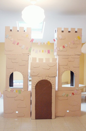17 best images about castles cardboard on pinterest for Castle made out of cardboard boxes