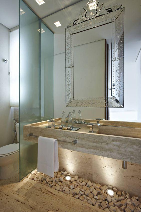 Casinha colorida: Espelhos venezianos nos banheiros e lavabos                                                                                                                                                      Mais