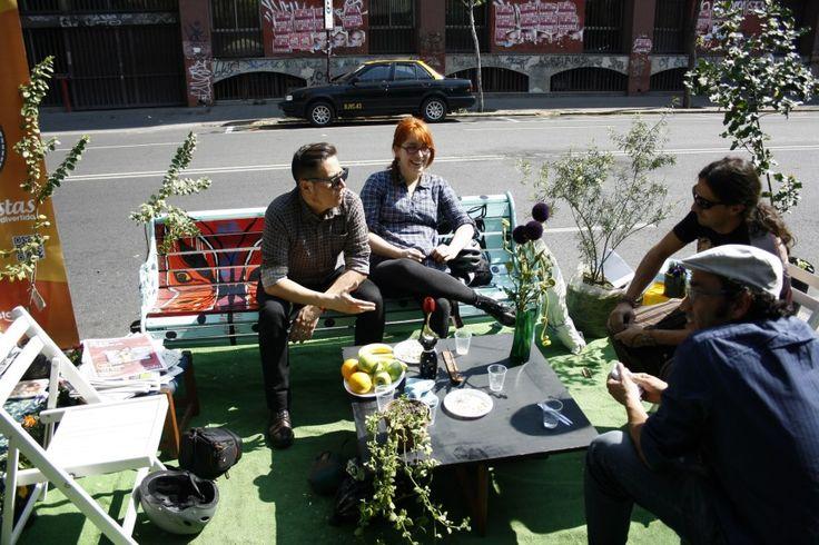 Descansando en Los Días Ciudadanos por la Bicicleta y el espacio urbano