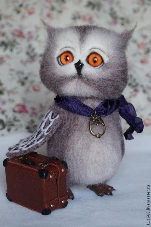"""Войлочная игрушка""""Совёнок-путешественник"""" - коричневый,Сухое валяние,игрушка из шерсти"""