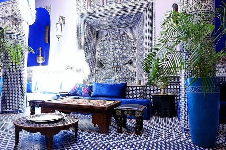 Considerado entre los elementos esenciales de la decoración marroquí, el Zellige marroquí viste las paredes y pisos de prácticamente todas... #azulejos #marruecos #maroc #art #arte #morocco #fes #fez #marrakech #agadir #tanger #meknes #marocaine #decoracion #decoration