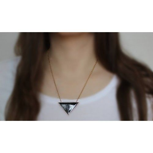 Náhrdelník Black Triangle | Womanology.sk