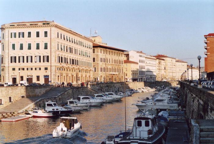 Un Piano del cibo per Livorno. Strategie condivise per valorizzare il sistema alimentare cittadino - Gambero Rosso  http://www.gamberorosso.it/it/news/1030694-un-piano-del-cibo-per-livorno-strategie-condivise-per-valorizzare-il-sistema-alimentare-cittadino