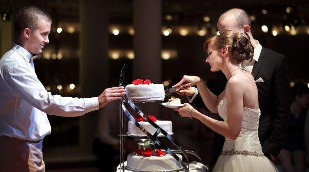 Kiedy najlepiej podawać tort na weselu?