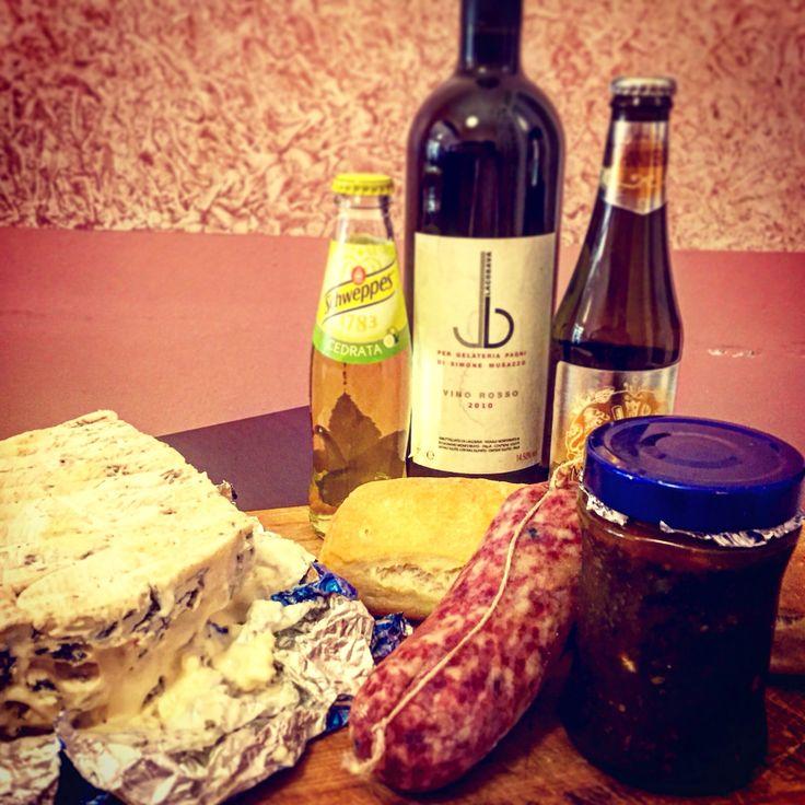 MARENDA SINOIRA! #salame #bagnetto  #gorgonzola #cedrata #menabrea #barbera  Pagni via Gioberti 9