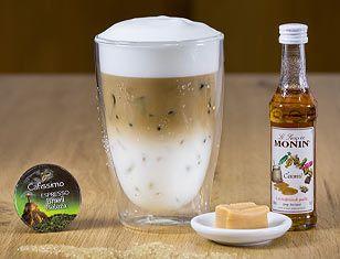 Buzlu Karamel Latte Macchiato: Buz küplerini ya da kırılmış buzu bardağa doldurun - 1-2 çay kaşığı Monin Karamel Şurubu ilave edin - Espresso Brasil Beleza kapsül kahvenizi hazırlayın ve bardağa ekleyin - Bardağın geri kalanını soğuk sütle doldurun - İsterseniz süt köpüğü ile süsleyebilirsiniz.