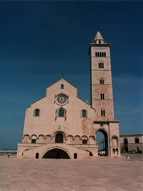 Photo facade of Trani Cathedral, dedicated to Santa Maria Assunta. The Trani Cathedral is built on the sea.