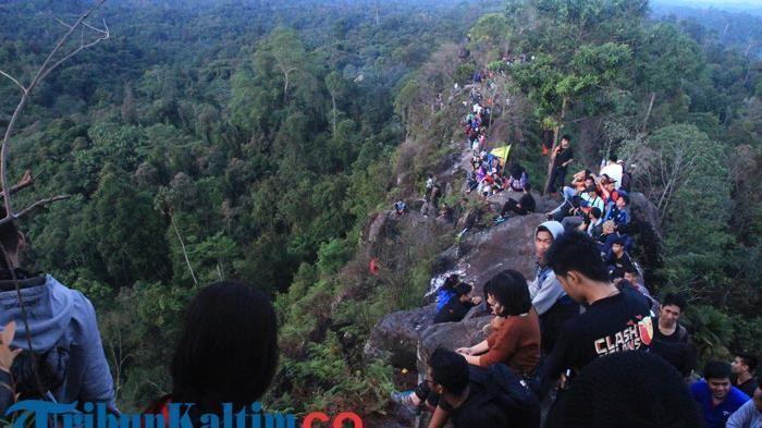 Batu Dinding Hill - Wow, Ada Spot Wisata Baru di Indonesia yang Mirip Tembok…