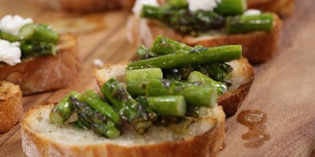 Crostini with Grilled Asparagus and Green Peppercorn-Tarragon Vinaigrette
