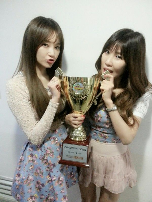 "Davichi win their first 'Show Champion' trophy with ""Turtle"""