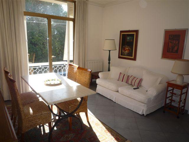 #appartamentoalmareinVersilia con giardino , gazebo, 3 camere, 2 bagni , terrazza solarium in #affittoestate www,villainversilia.it