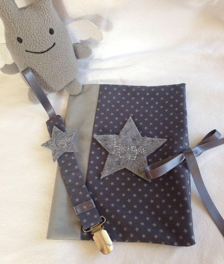 Pack naissance ÉTOILE protége carnet de santé et attache tétine personnalisable bleu et gris argenté : Puériculture par les-etoiles-d-inea