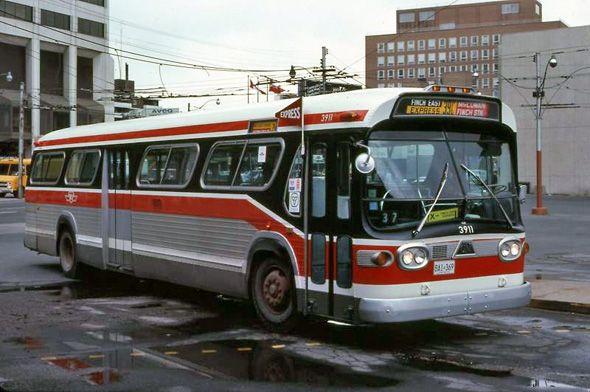 1980s Toronto photo extravaganza