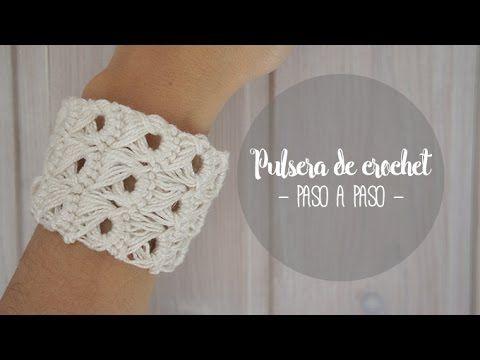 Tutorial paso a paso de cómo hacer una pulsera de crochet tipo brazalete boho, vintage, hipie... Más información en: e: http://www.missdiy.es/pulsera-de-croc...