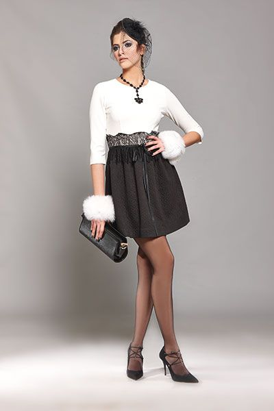 black and white color combination is always a chic choice for an elegant outfit!