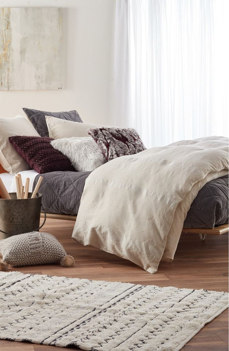 Spicing up the bedroom with these neutral colors for a cozy feel.