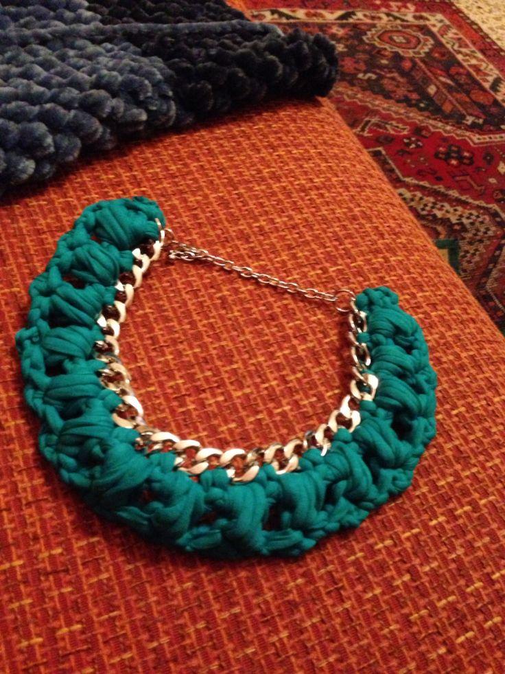 Catena argento e fettuccia verde smeraldo