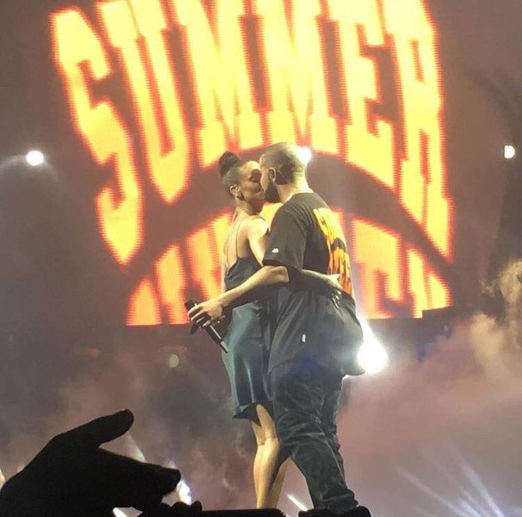 Drake And Rihanna Kissing At The Summer Sixteen Tour In Miami (Watch Video)Below Miami. #SummerSixteenTour pic.twitter.com/aaqahrk26F — Word On Road (@WordOnRd) September 1, 2016 Better Footage Below: A video Read More→