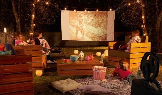 Domowe Kino Letnie w Ogrodzie - ciekawe inspiracje na kino w plenerze tuż obok domu!