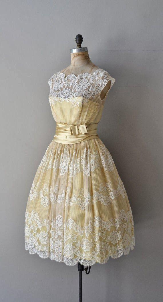Dantelli sarı elbise