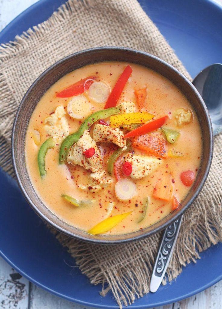 Sunn og spicy kyllingsuppe