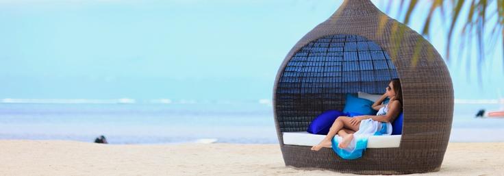 """A l'île Maurice, situé en bord en plage, dans le Domaine de Bel Ombre, Heritage Le Telfair est un hôtel 5 étoiles. Labellisé """"Small Luxury Hotels of the World"""", Heritage Le Telfair est également un  établissement familial. Il prend soin de vos enfants et de vos adolescents au quotidien, et propose des chambres familiales. Profitez d'offres exceptionnelles, telles que la pension complète, une réduction familiale, des green fees offerts…"""