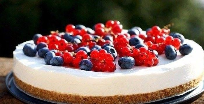 Легкий летний чизкейк с ягодами