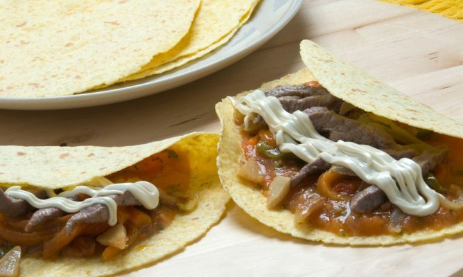 Taco de ternera,verduras y queso con salsa picante./TACO with beef,vegetables, cheese and spicy sauce.BY Karlos Arguiñano.